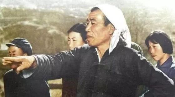 毛主席让农民当副总理?周恩来六个字道出真相!
